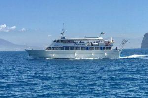 traghetto della Seremar per Positano
